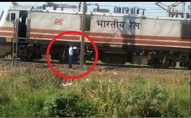 मोटरमनला सू आली, भारतीय रेल्वे मध्येच थांबली