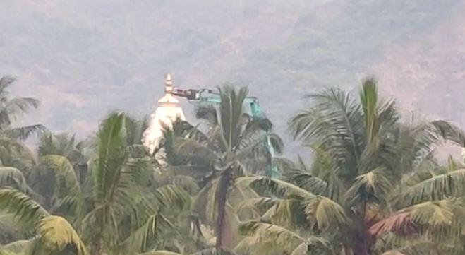 एक हजार पोलिसांच्या बंदोबस्तात नवी मुंबईतील बावखळेश्वर मंदिर जमीनदोस्त