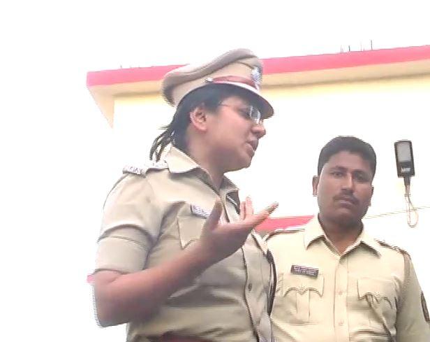 21 दलितांना फोडून काढलंय, महिला IPS चा असंवेदनशीलपणा कॅमेऱ्यात कैद