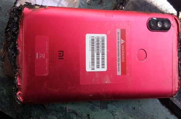 शाओमीच्या फोनचा स्फोट, घरात आग लागून लाखोंचं नुकसान