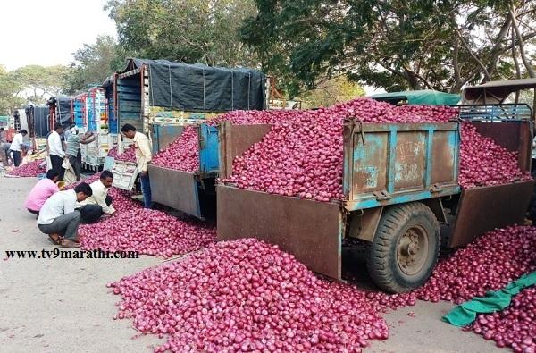 सलग दुसऱ्या दिवशी बाजार समित्यांमध्ये कांदा लिलाव बंद, शेतकरी चिंताक्रांत