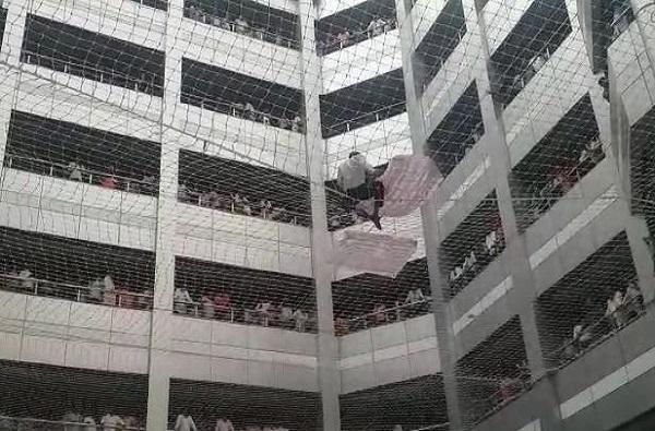 मंत्रालयात आत्महत्येचा प्रयत्न, जाळीत अडकल्याने प्राण वाचले