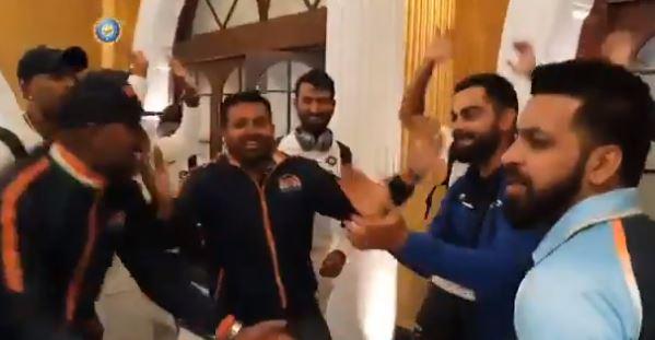 VIDEO : 'मेरे देश की धरती' गाण्यावर भारतीय संघाचा डान्स