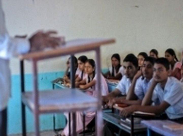 सरकारी शिक्षण 'काळोखात', 6000 हून अधिक शाळांमध्ये वीज नाही!