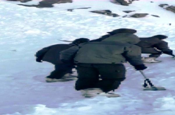 लडाखमध्ये तुफान बर्फवृष्टी, स्कॉर्पिओ आणि 10 पर्यटक अडकले