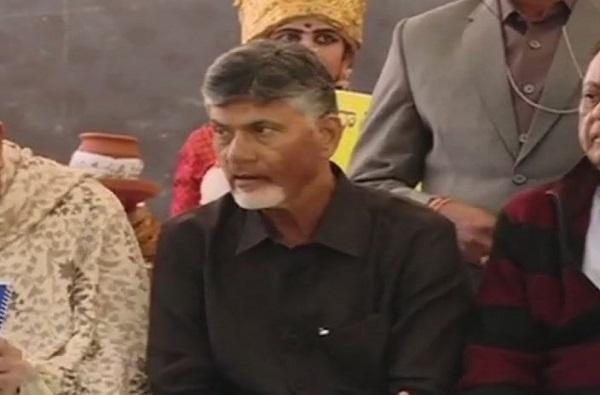 आंध्र प्रदेशचे माजी मुख्यमंत्री चंद्रबाबू नायडूंसह अनेक नेते नजरकैदेत