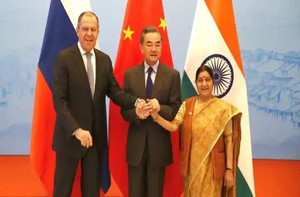 दहशतवादाविरोधात रशिया आणि चीन खंबीरपणे भारतासोबत, सुषमा स्वराज यांचा चीन दौरा यशस्वी