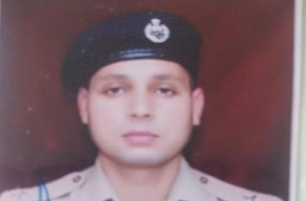 काश्मिरात जवान आणि दहशतवाद्यांमध्ये चकमक, DSP शहीद