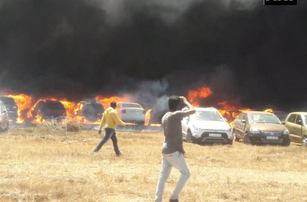 बंगळुरुत एअर शोदरम्यान आग, शेकडो गाड्या जागच्या जागी पेटल्या