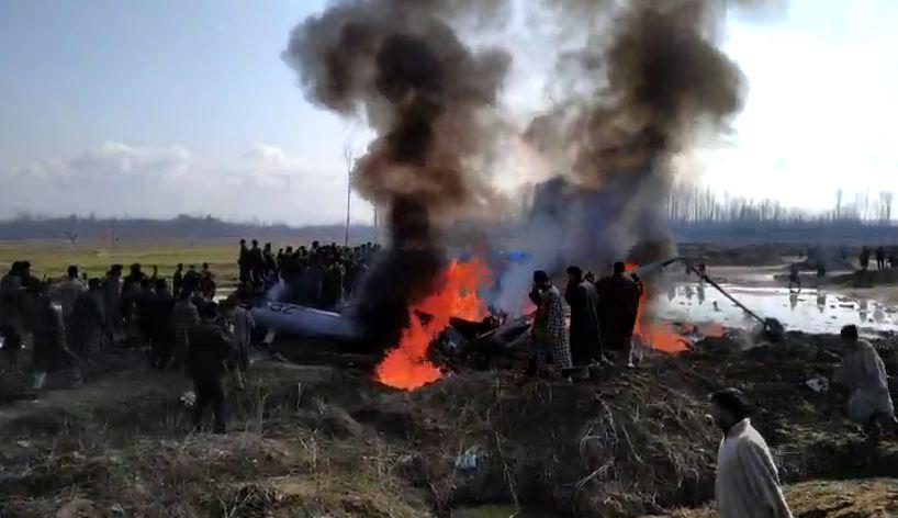 जम्मू काश्मीरमध्ये भारतीय वायूसेनेचं लढाऊ विमान कोसळलं, दोन पायलट शहीद