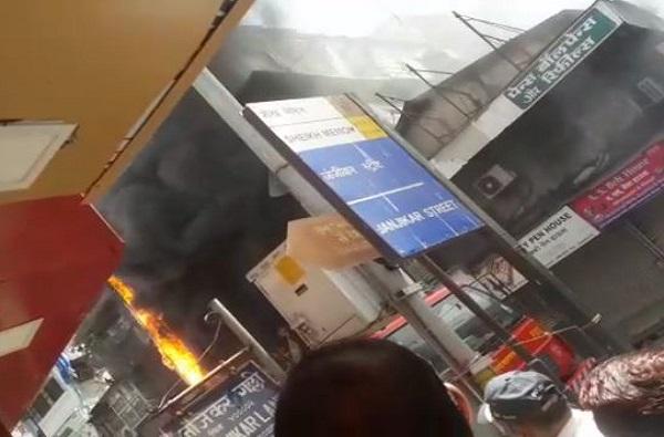 दक्षिण मुंबईतील क्रॉर्फ्ड सुपर मार्केटला आग, 5 अग्निशामक गाड्या घटनास्थळी दाखल