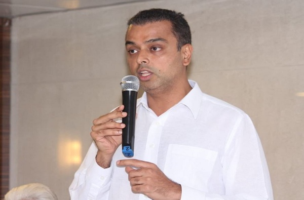 मुंबई काँग्रेस अध्यक्ष मिलिंद देवरांवर गुन्हा दाखल