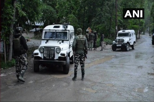 हल्ल्याचा कट उधळला, दहशतवाद्याकडून श्रीनगर एअर बेसचा नकाशा जप्त
