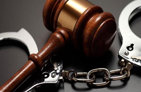 पाच कोटींच्या हुंड्यासाठी पत्नीला मारहाण, आयपीएस पतीवर गुन्हा दाखल
