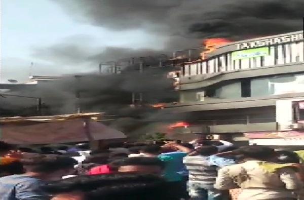 सुरत कोचिंग क्लास आग : 23 विद्यार्थ्यांचा मृत्यू, संचालकाला बेड्या