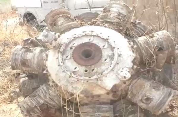 बीडमध्ये तलावातील गाळात 74 वर्षांपूर्वी कोसळलेल्या विमानाचे अवशेष