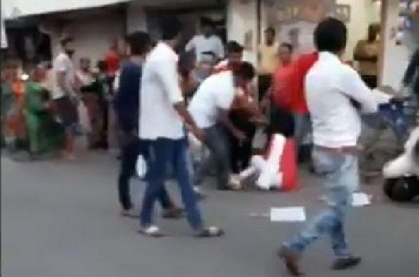 VIDEO : भाजप आमदाराची महिलेला जबर मारहाण
