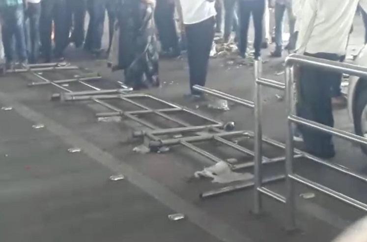 परिणय फुकेंच्या स्वागतासाठी आलेल्या कार्य़कर्त्यांकडून नागपूर विमानतळाचं नुकसान