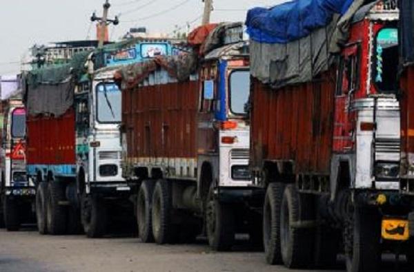 नेपाळने भारताचा भाजीपाला रोखला, सीमेवर वाहनांची लांबच लांब रांग