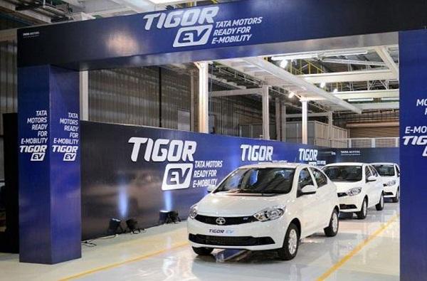इलेक्ट्रॉनिक कार खरेदी करण्यासाठी लाखो रुपयांची सूट, अर्थमंत्र्यांची घोषणा
