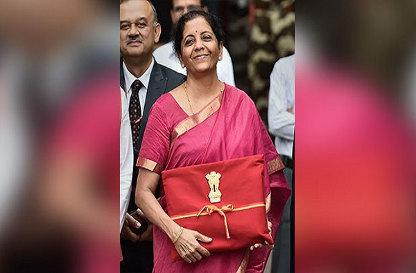 Budget 2019: अर्थमंत्री सीतारमण यांनी सुटकेस बदलली, नवी बजेट बॅग
