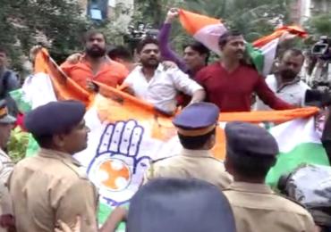 कर्नाटकच्या आमदारांचा राजीनामा मागे घेण्याची मागणी करत आंदोलन, काँग्रेस कार्यकर्ते पोलिसांच्या ताब्यात