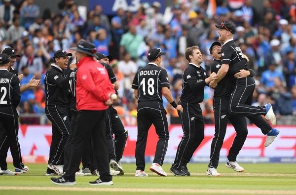 जाडेजा-धोनीची झुंज अपयशी, सेमीफायनलमध्ये भारताचा 18 धावांनी पराभव