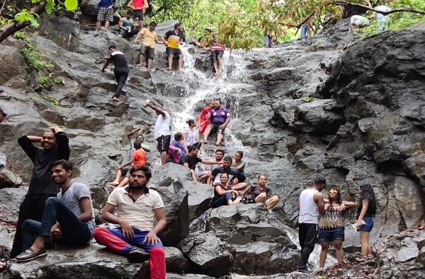 लोणावळा फिरण्याची हौस नडली, 12 पर्यटकांवर कारवाई