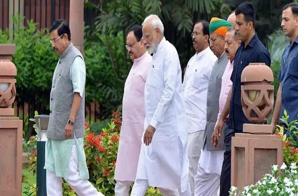 मोदींनी खासदारांचा दिल्लीत मुक्काम वाढवला, 7 ऑगस्टपर्यंत अधिवेशन चालणार