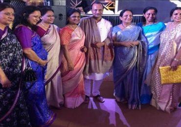 PHOTO : अजित पवारांना 8 बहिणींकडून बर्थडे गिफ्ट