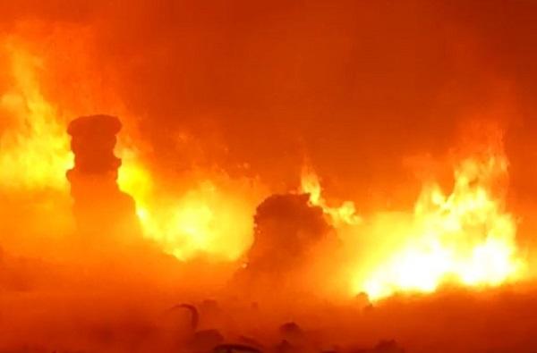 ग्रेटर नोएडामधून मोठी बातमी, Oppo मोबाइल कंपनीच्या वेअर हाऊसमध्ये भीषण आग