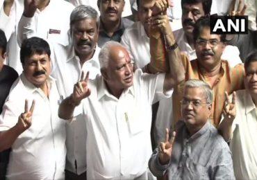 कर्नाटक सरकार अवघ्या 4 मतांनी कोसळलं, भाजपचं 'मिशन कमळ' यशस्वी