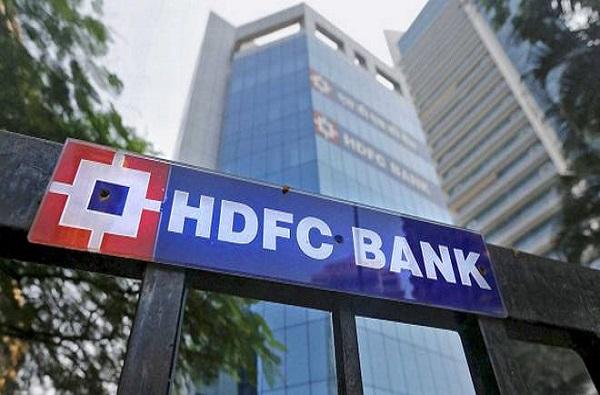 HDFC बँकेच्या ग्राहकांना झटका, FD च्या व्याजदरात मोठी कपात