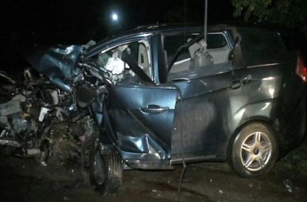 पुणे-बंगळूर महामार्गावर भीषण अपघात, 2 चिमुरड्यांसह एकाच घरातील 6 जणांचा मृत्यू