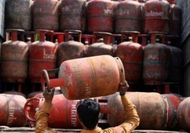 दिल्ली निवडणुकांनंतर महागाई कडाडली, गॅस सिलेंडरच्या किंमतीत 145 रुपयांची वाढ