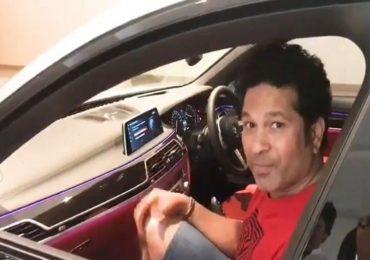 VIDEO : सचिन तेंडुलकर बाजूच्या सीटवर, ड्रायव्हींग सीटवर मिस्टर इंडिया?