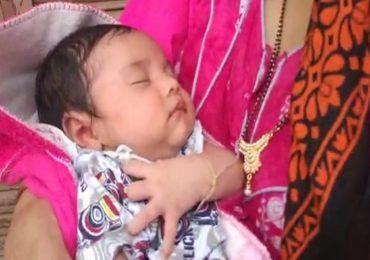 तीन दिवसांपासून पुरात अडलेल्या महिनाभराच्या बाळाला वाचवण्यात एनडीआरएफला यश