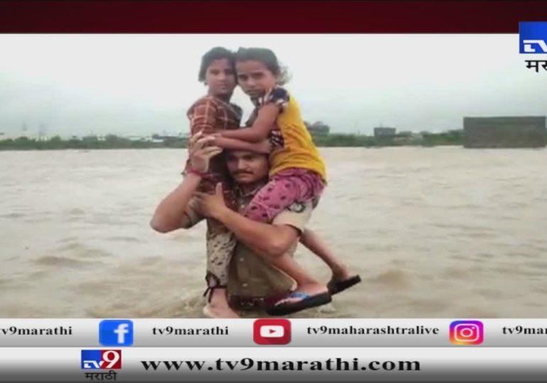 Gujarat Floods: पोलीस बनले देवदूत ! मन हेलावणारी दृश्य
