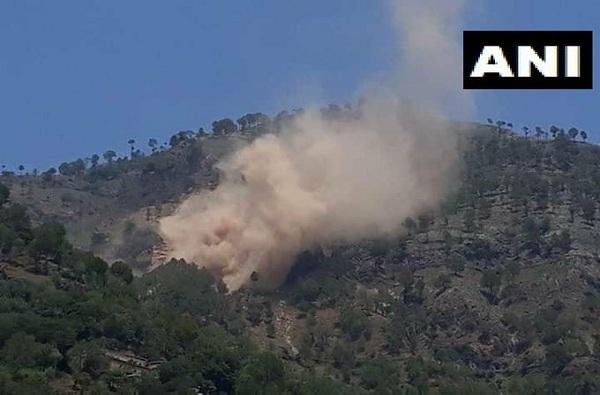 सतत गोळीबार करणाऱ्या पाकिस्तानच्या चौक्या उडवल्या, अनेक सैनिकही मारले