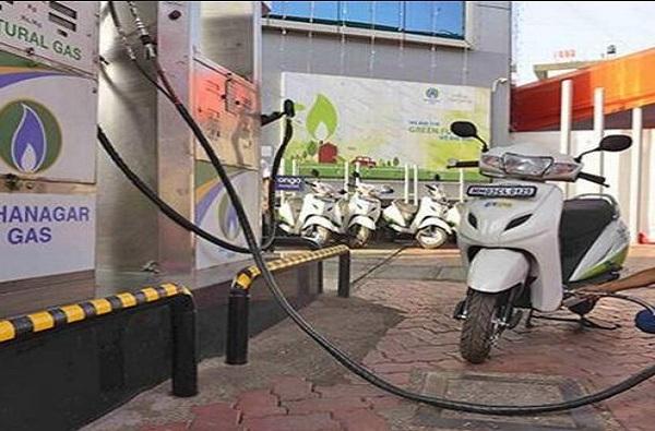 मुंबईतील सीएनजी स्टेशनवरील पुरवठा पूर्वपदावर, वाहनांच्या रांगा ओसरल्या