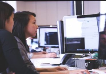 दररोज साडेनऊ तास बैठं काम करणाऱ्या व्यक्तींमध्ये लवकर मृत्यूची जोखीम अधिक