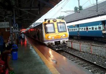 मुंबईत महिलांना अखेर लोकलने प्रवासाची मुभा, पीयूष गोयल यांचे 'नवरात्री' गिफ्ट