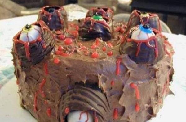 तेलंगणामध्ये बर्थडे केक खाल्ल्याने वडील आणि मुलाचा मृत्यू