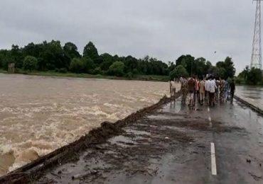 6 नद्यांचा गडचिरोलीला वेढा, 100 गावांचा संपर्क तुटला, पावसाचा हाहाकार