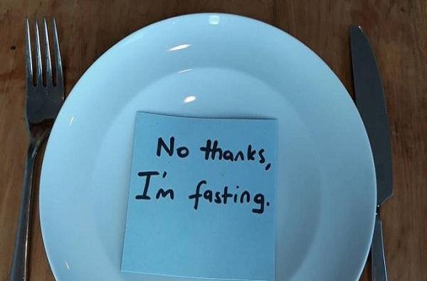वजन कमी करण्यासाठी उपवासाचे शरीरावर कोणकोणते घातक परिणाम?