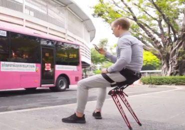 रेल्वे स्टेशन, बस स्टॉप, जाल तिथे टाकून बसता येईल अशी फोल्डेबल खुर्ची