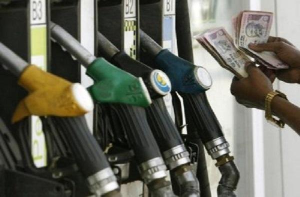 पेट्रोलवरील उत्पादन शुल्कात 10 रुपयांची, डिझेलवर 13 रुपयांची घसघशीत वाढ