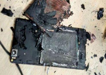 मोबाईल चार्जिंगला लावून कानात हेडफोन, मोबाईल स्फोटात तरुणीचा मृत्यू