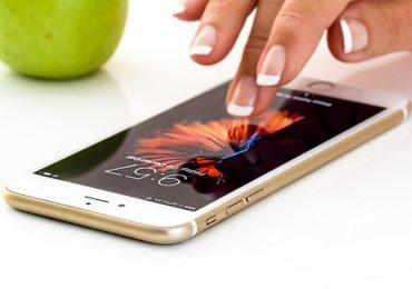 चिनी मोबाईल नको? 'हे' आहेत 15 हजारापेक्षा कमी किमतीतील सर्वोत्तम पर्याय