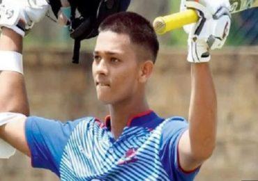 17 व्या वर्षी 'यशस्वी' द्विशतक, मुंबईकर क्रिकेटपटूने 44 वर्ष जुना जागतिक विक्रम मोडला
